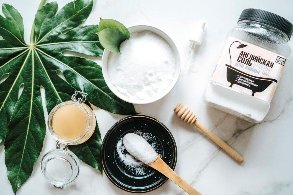 Скраб из соли эпсома и меда
